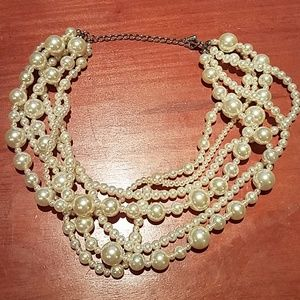 Jewelry - Fake pearl necklace different size pearls